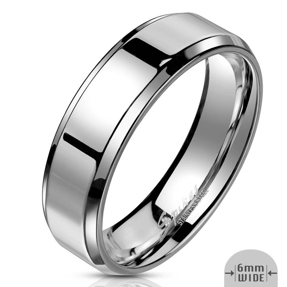 Šperky eshop Prsteň z ocele v striebornej farbe - pás so zrkadlovolesklým povrchom, 6 mm - Veľkosť: 49 mm
