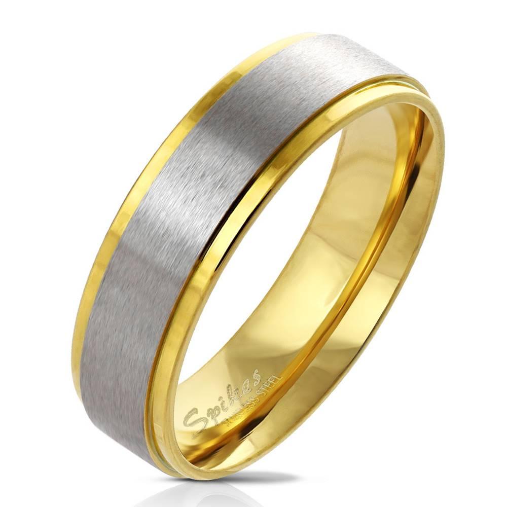 Šperky eshop Prsteň z ocele v zlatom odtieni - pás uprostred s matným povrchom, 6 mm - Veľkosť: 49 mm